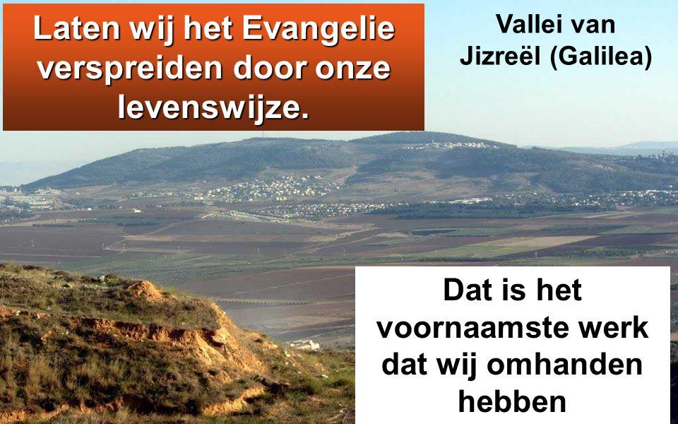 Jezus ging rond door de dorpen in de omtrek, waar Hij onderricht gaf.
