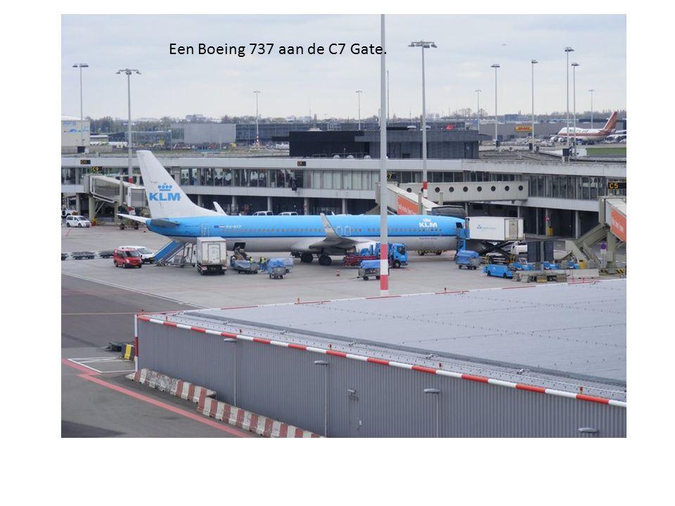 Een Boeing 737 aan de C7 Gate.