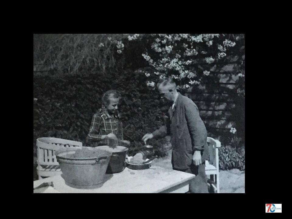 Verplicht beukennootjes zoeken voor de schooljeugd najaar 1942