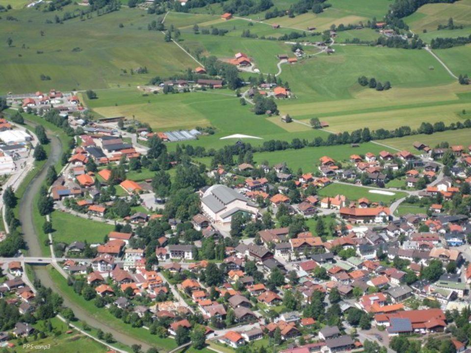 Oberammergau ligt in Zuid-Duitsland, 20 km van Garmisch-Partenkirchen en de Oostenrijkse grens.