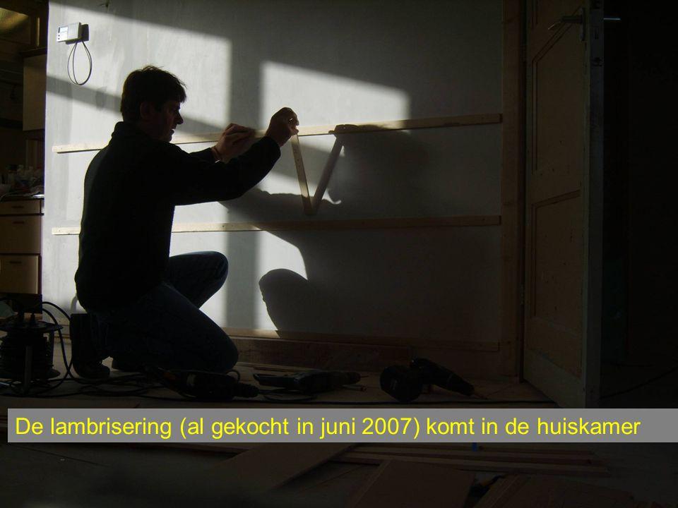 De lambrisering (al gekocht in juni 2007) komt in de huiskamer
