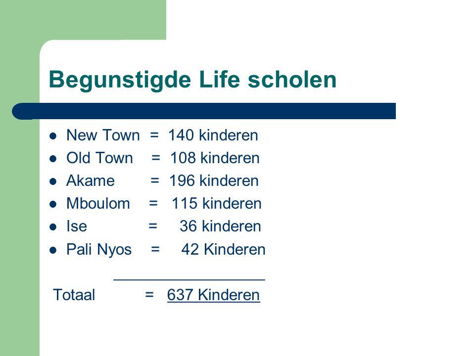 Begunstigde Life scholen New Town = 140 kinderen Old Town = 108 kinderen Akame = 196 kinderen Mboulom = 115 kinderen Ise = 36 kinderen Pali Nyos = 42