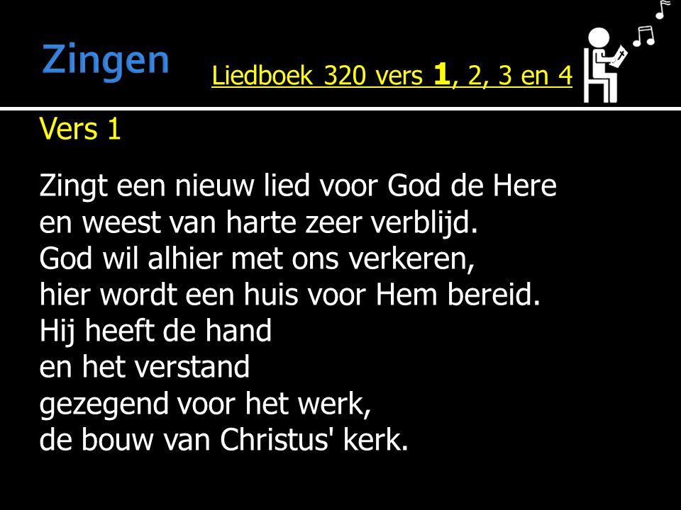 Vers 1 Zingt een nieuw lied voor God de Here en weest van harte zeer verblijd. God wil alhier met ons verkeren, hier wordt een huis voor Hem bereid. H