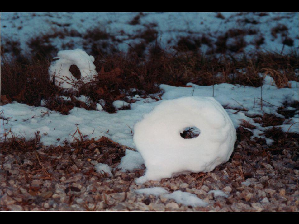 Vaak hebben de rollen een gat in het midden, waar de sneeuwlaag dunner is dan aan de buitenkant en gemakkelijk verdwijnt. Zo krijgt de cilinder de vor
