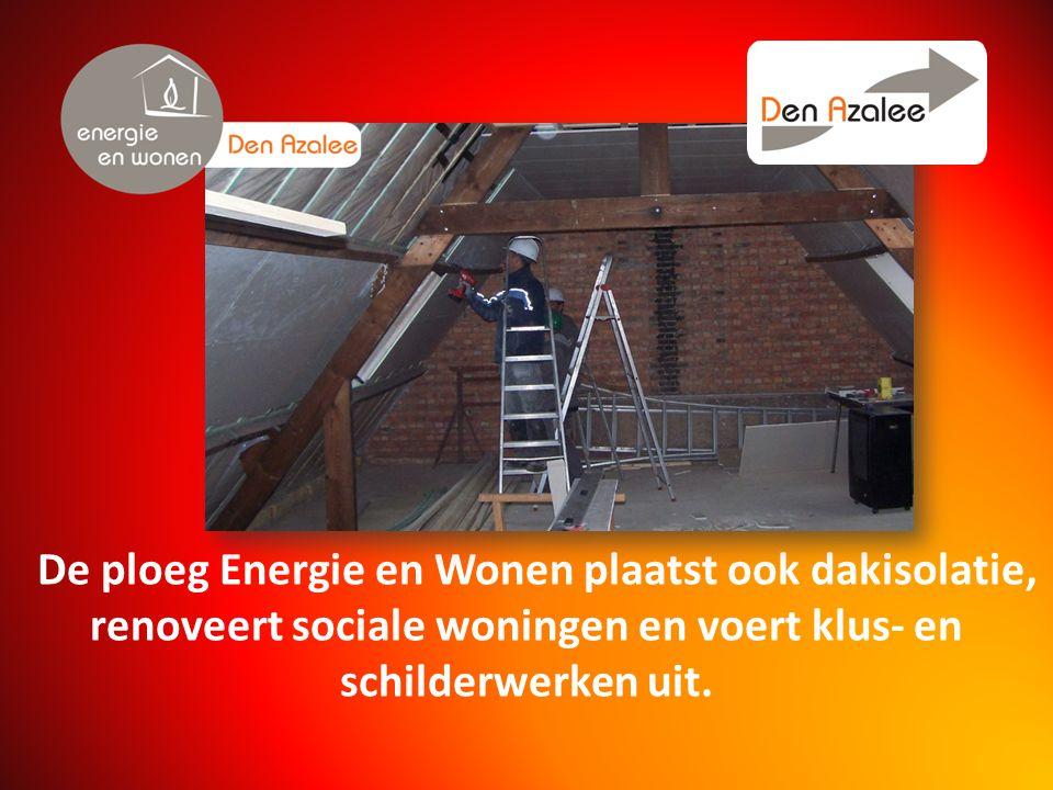 De ploeg Energie en Wonen plaatst ook dakisolatie, renoveert sociale woningen en voert klus- en schilderwerken uit.