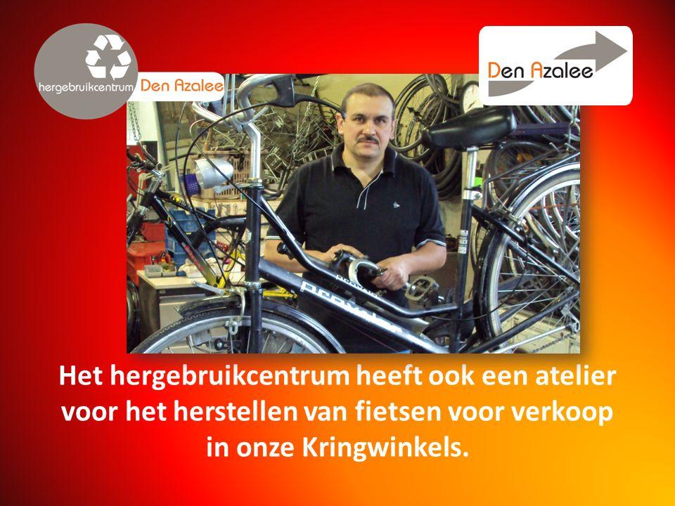 Het hergebruikcentrum heeft ook een atelier voor het herstellen van fietsen voor verkoop in onze Kringwinkels.