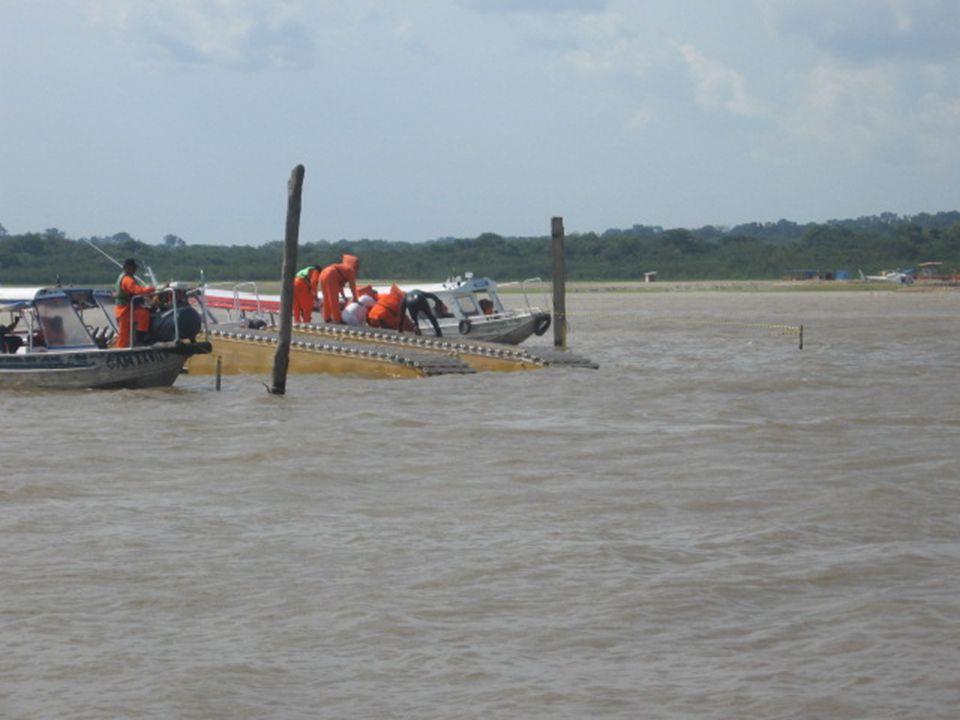 Een graafmachine viel in een bijrivier van de Amazone tijdens werken aan een gasleiding voor Petrobras.
