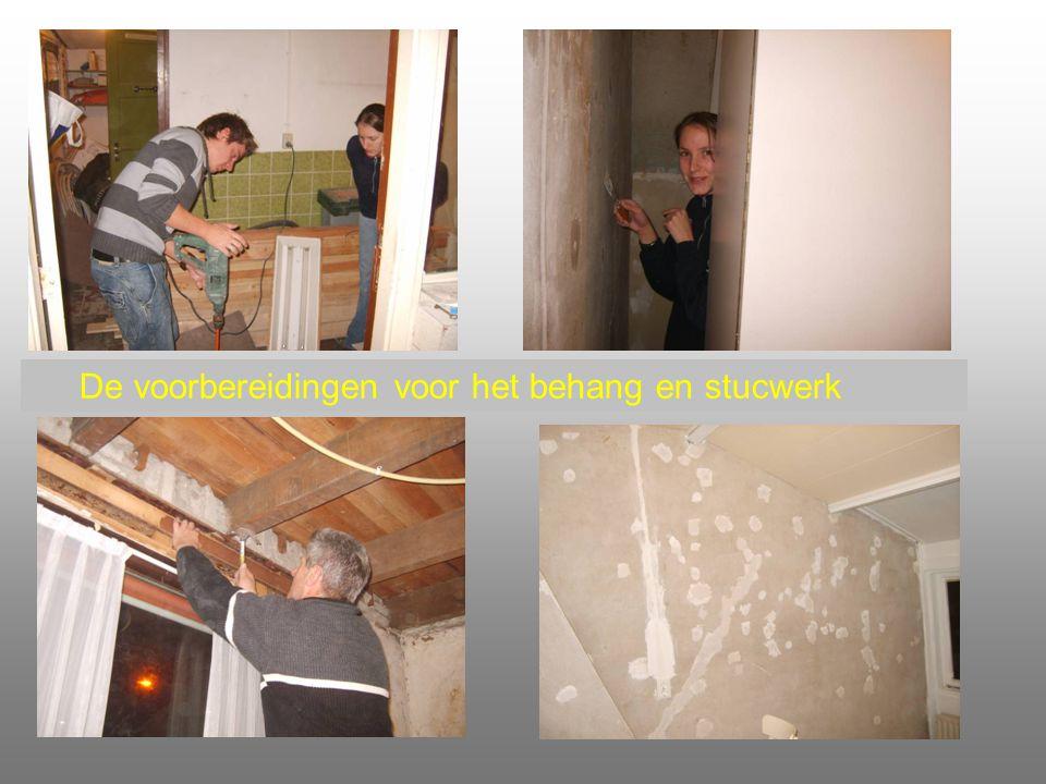De voorbereidingen voor het behang en stucwerk
