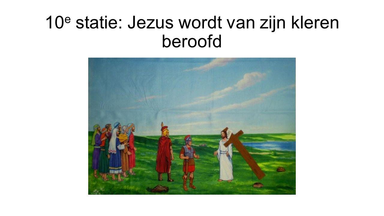 10 e statie: Jezus wordt van zijn kleren beroofd