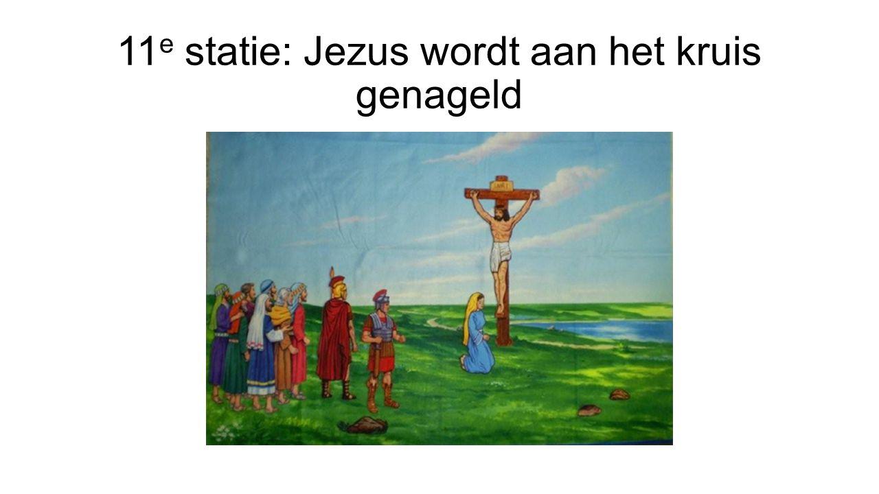 11 e statie: Jezus wordt aan het kruis genageld