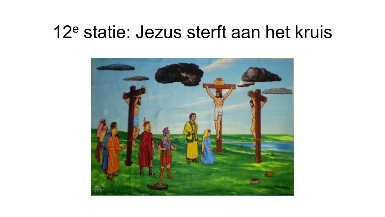 12 e statie: Jezus sterft aan het kruis
