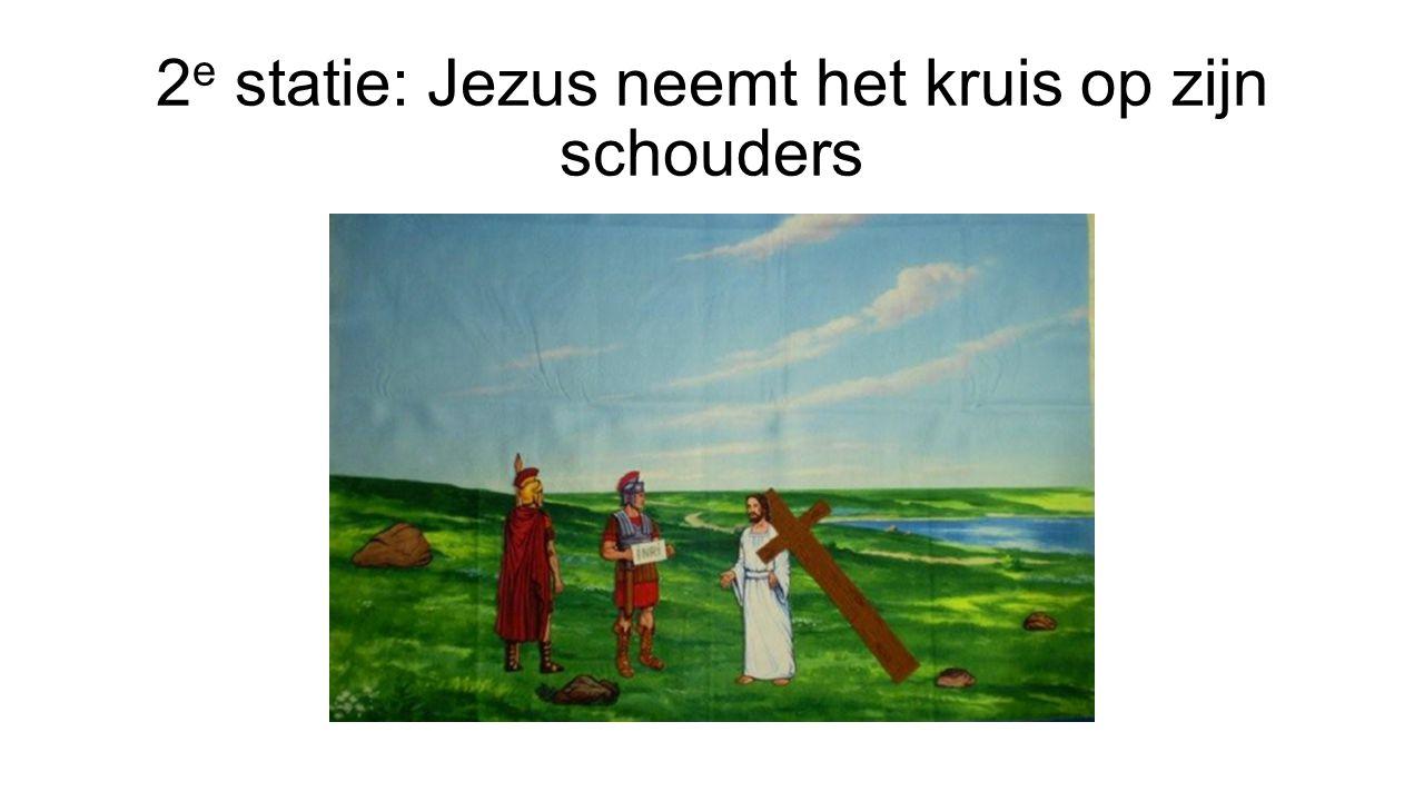 2 e statie: Jezus neemt het kruis op zijn schouders