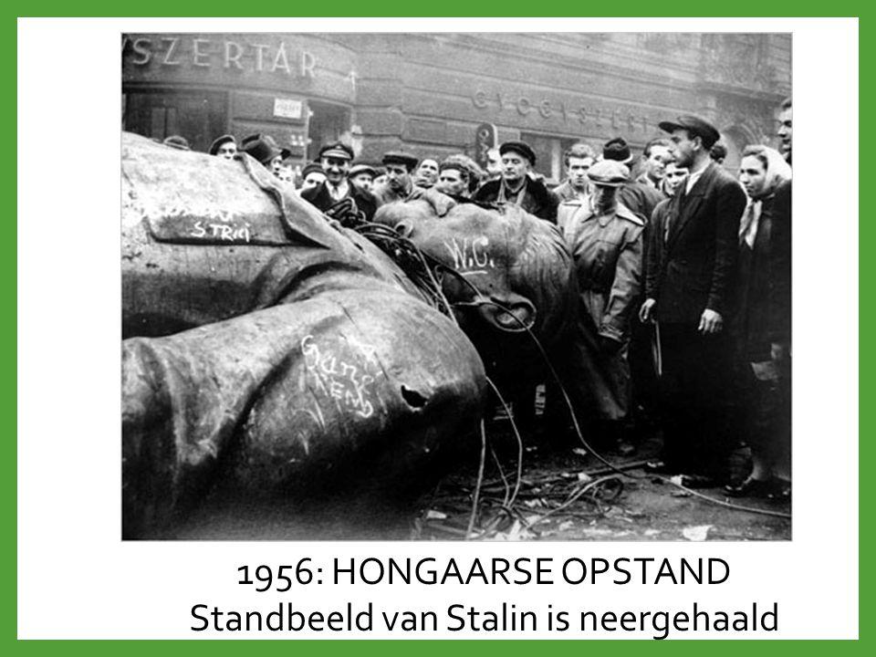 1956: HONGAARSE OPSTAND Standbeeld van Stalin is neergehaald