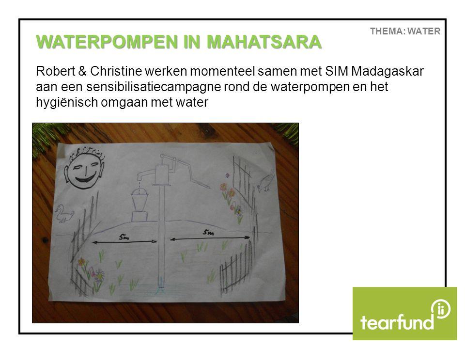 THEMA: WATER WATERPOMPEN IN MAHATSARA Robert & Christine werken momenteel samen met SIM Madagaskar aan een sensibilisatiecampagne rond de waterpompen en het hygiënisch omgaan met water