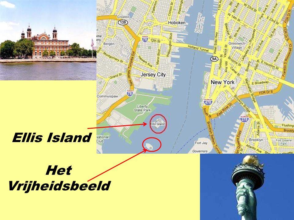 """Je kan de """" water taxi """" rond het eiland Manhattan nemen … … of de gratis ferry van Battery Park naar het Vrijheidsbeeld en Ellis Island."""