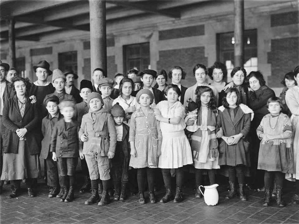 In het begin van de 20e eeuw kwamen miljoenen negers uit de zuidelijke staten Naar New York op zoek naar werk. In het begin van de 20e eeuw kwamen mil