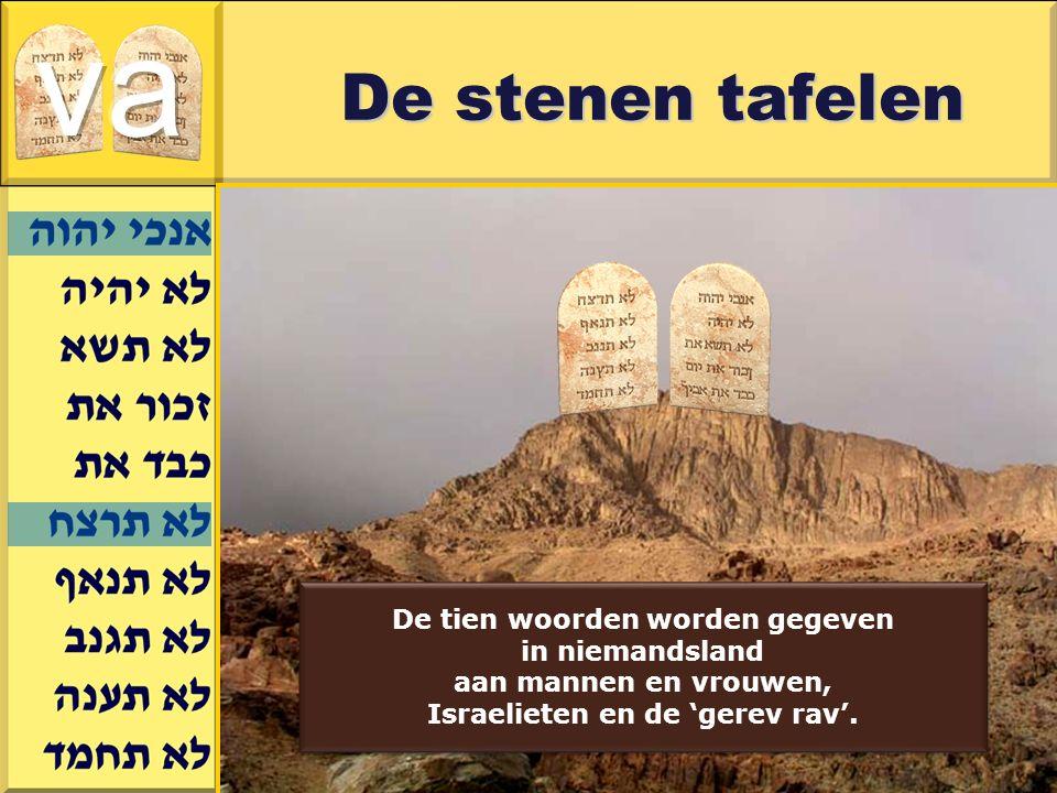 Gerard J.Wijtsma De stenen tafelen De tien woorden worden gegeven in niemandsland aan mannen en vrouwen, Israelieten en de 'gerev rav'.