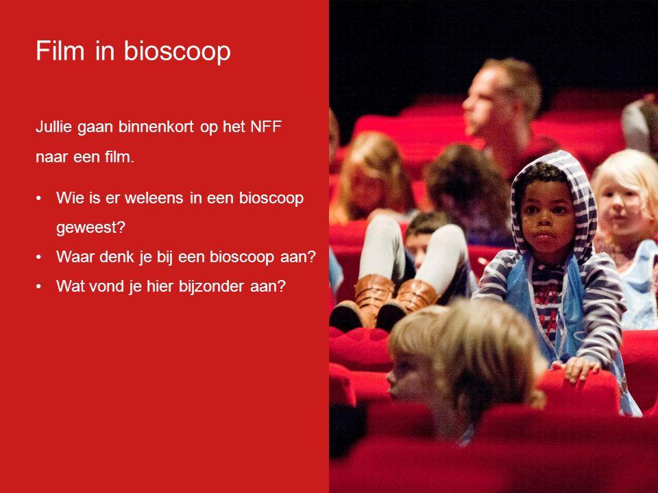Film in bioscoop: Heel groot doek Geluid komt van alle kanten Samen met anderen film kijken Donker