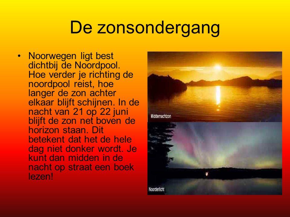 De zonsondergang Noorwegen ligt best dichtbij de Noordpool.