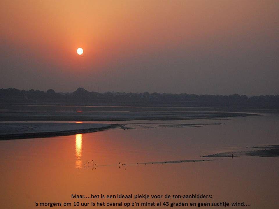 En dat terwijl de Ganges één van de meest vervuilde rivieren ter wereld is....... Het wemelt er van de ratten en rottende kadavers...