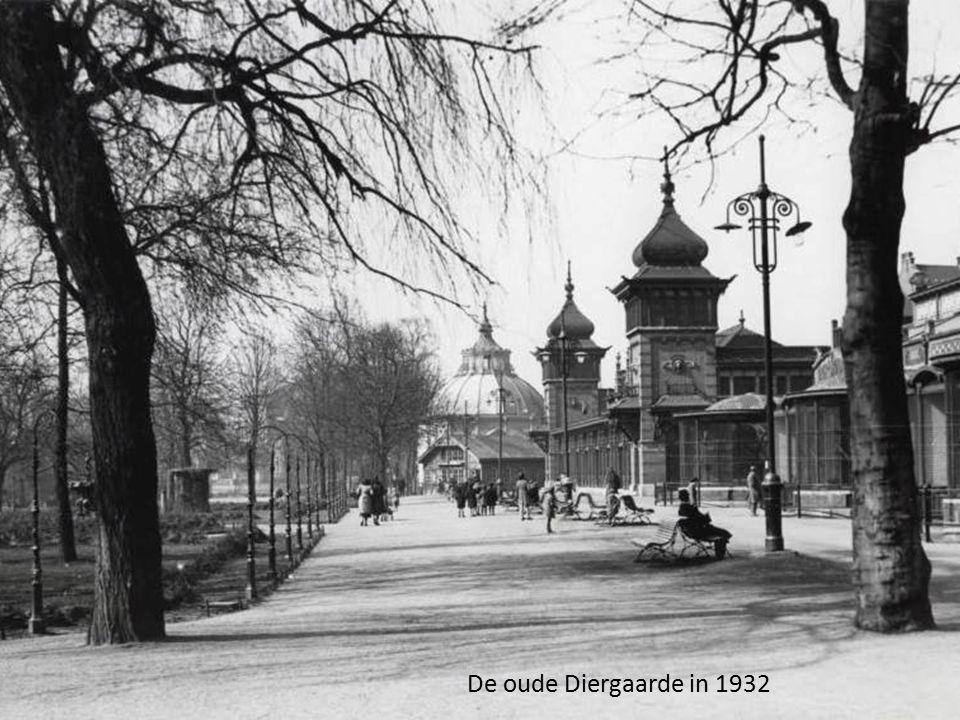 De Keizersbrug bij de Blaak en de Zeevischmarkt, gezien vanaf de Posthoornsteeg tussen 1893 en 1897