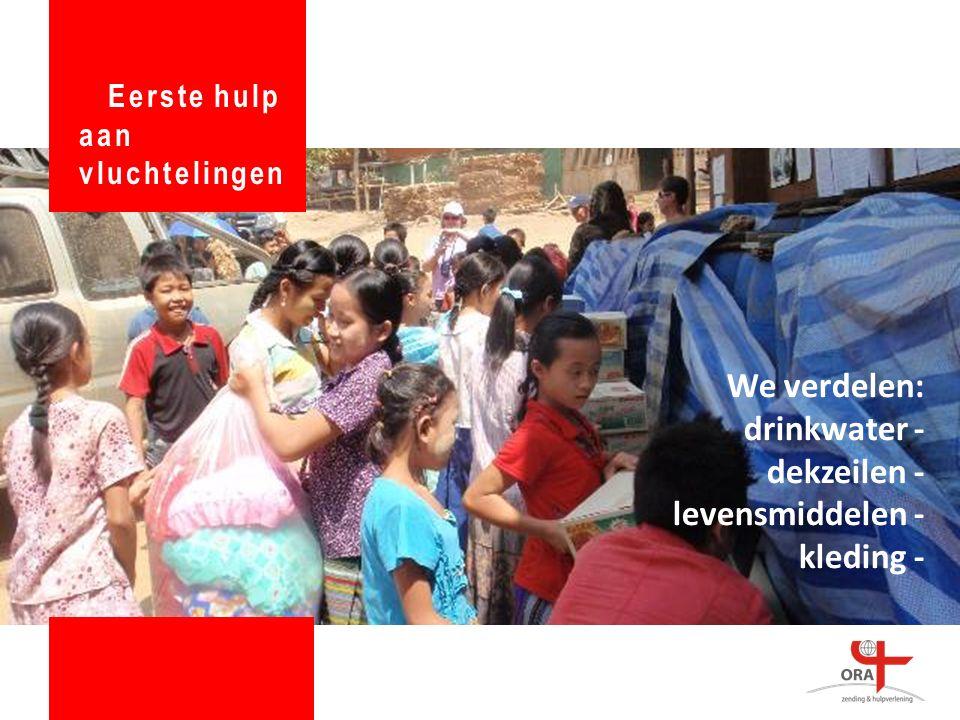 We verdelen: drinkwater - dekzeilen - levensmiddelen - kleding - Eerste hulp aan vluchtelingen