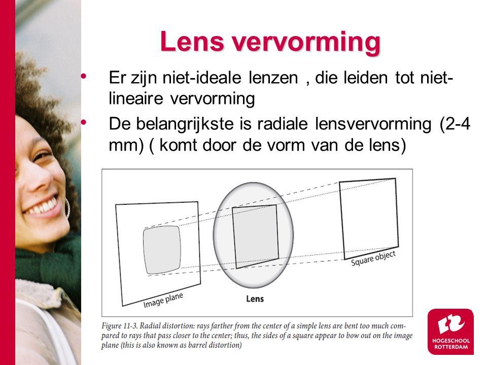 # Lens vervorming Er zijn niet-ideale lenzen, die leiden tot niet- lineaire vervorming De belangrijkste is radiale lensvervorming (2-4 mm) ( komt door de vorm van de lens)