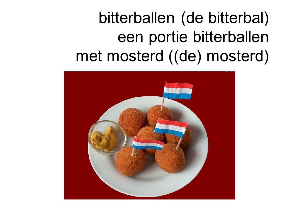 bitterballen (de bitterbal) een portie bitterballen met mosterd ((de) mosterd)