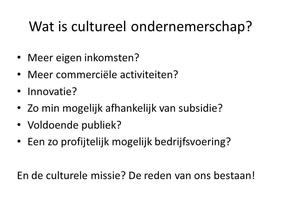 Definities (1) Verschillende definities, waarbij de nadruk kan liggen op: Cultureel ondernemen als fenomeen Een verzameling benodigde eigenschappen voor een cultureel leider Een businessmodel voor culturele bedrijfsvoering