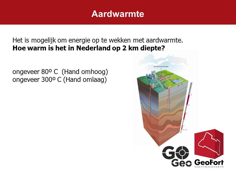 Aardwarmte Het is mogelijk om energie op te wekken met aardwarmte. Hoe warm is het in Nederland op 2 km diepte? ongeveer 80º C (Hand omhoog) ongeveer