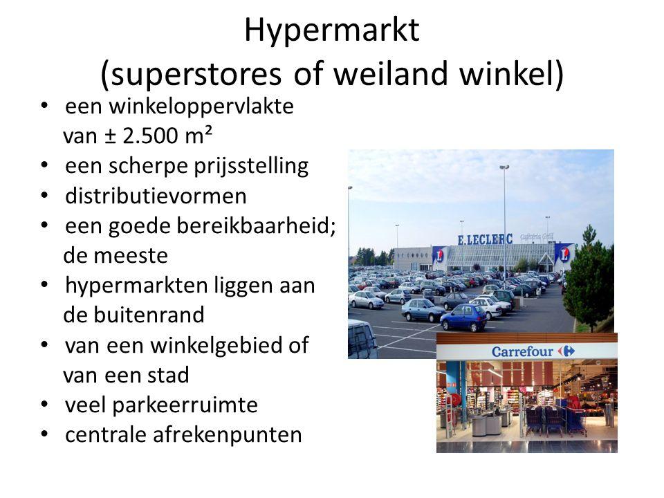 Hypermarkt (superstores of weiland winkel) een winkeloppervlakte van ± 2.500 m² een scherpe prijsstelling distributievormen een goede bereikbaarheid; de meeste hypermarkten liggen aan de buitenrand van een winkelgebied of van een stad veel parkeerruimte centrale afrekenpunten