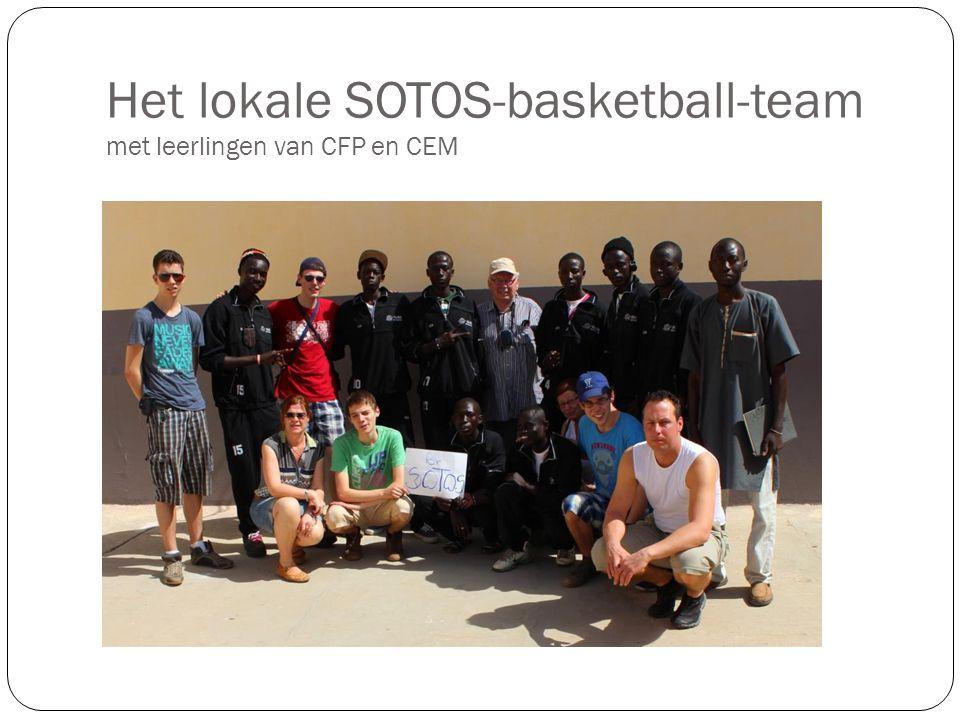 Het lokale SOTOS-basketball-team met leerlingen van CFP en CEM