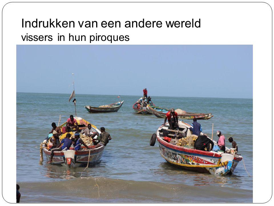 Indrukken van een andere wereld vissers in hun piroques