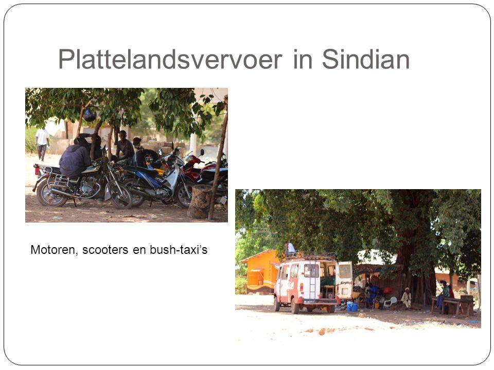 Plattelandsvervoer in Sindian Motoren, scooters en bush-taxi's