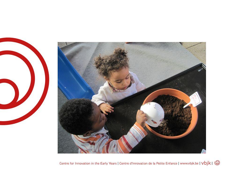 Regiobijeenkomsten van verantwoordelijken van voorzieningen evolueerden van informatieve vergaderingen naar supervisiegroepen en lerende netwerken Ontwikkelen van een gemeenschappelijke visie Uitwisselen van good pratice Balans tussen pedagogische en organisatorische aspecten Introduceren van nieuwe materialen, methodes,mthodieken Nauwe samenwerking tussen regio-coördinator als leider en pedagogische begeleider als facilitator Regio niveau