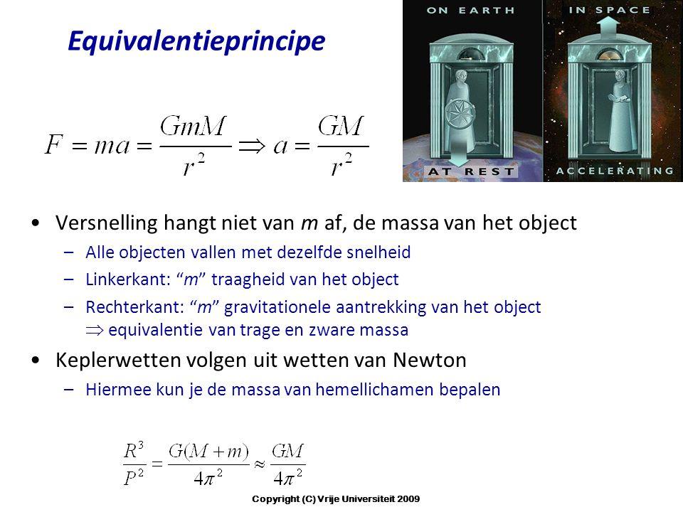 """Equivalentieprincipe Versnelling hangt niet van m af, de massa van het object –Alle objecten vallen met dezelfde snelheid –Linkerkant: """"m"""" traagheid v"""