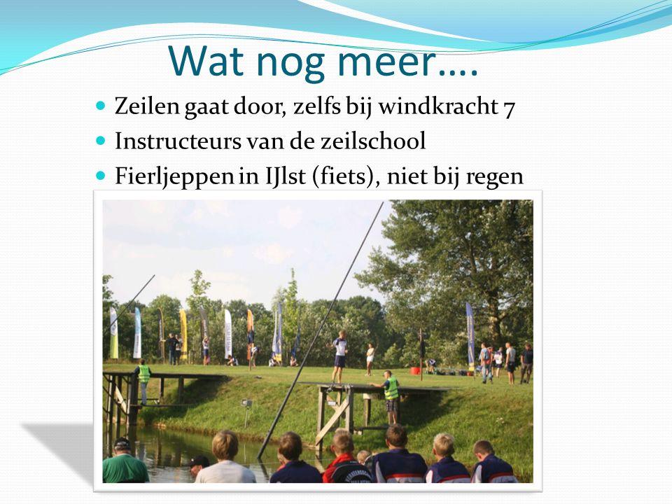 Wat nog meer…. Zeilen gaat door, zelfs bij windkracht 7 Instructeurs van de zeilschool Fierljeppen in IJlst (fiets), niet bij regen