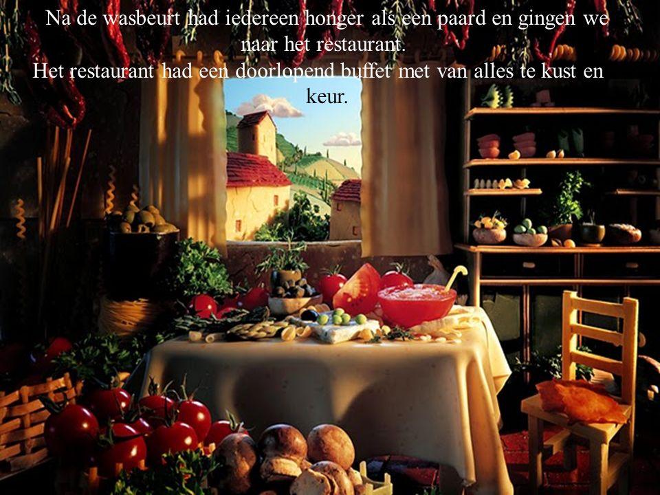 Na de wasbeurt had iedereen honger als een paard en gingen we naar het restaurant. Het restaurant had een doorlopend buffet met van alles te kust en t