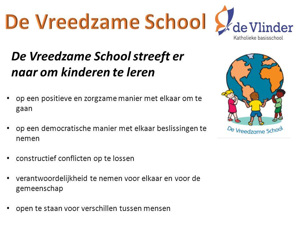 De Vreedzame School streeft er naar om kinderen te leren op een positieve en zorgzame manier met elkaar om te gaan op een democratische manier met elk