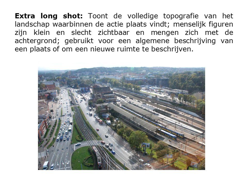 Long shot: Een volledige aanblik van de plaats van actie; de menselijke figuur is zichtbaar; de ruimte is goed zichtbaar; gebruikt om de relatie tussen de acteurs en de omgeving te tonen of om algemene informatie over de plaats van actie te tonen.