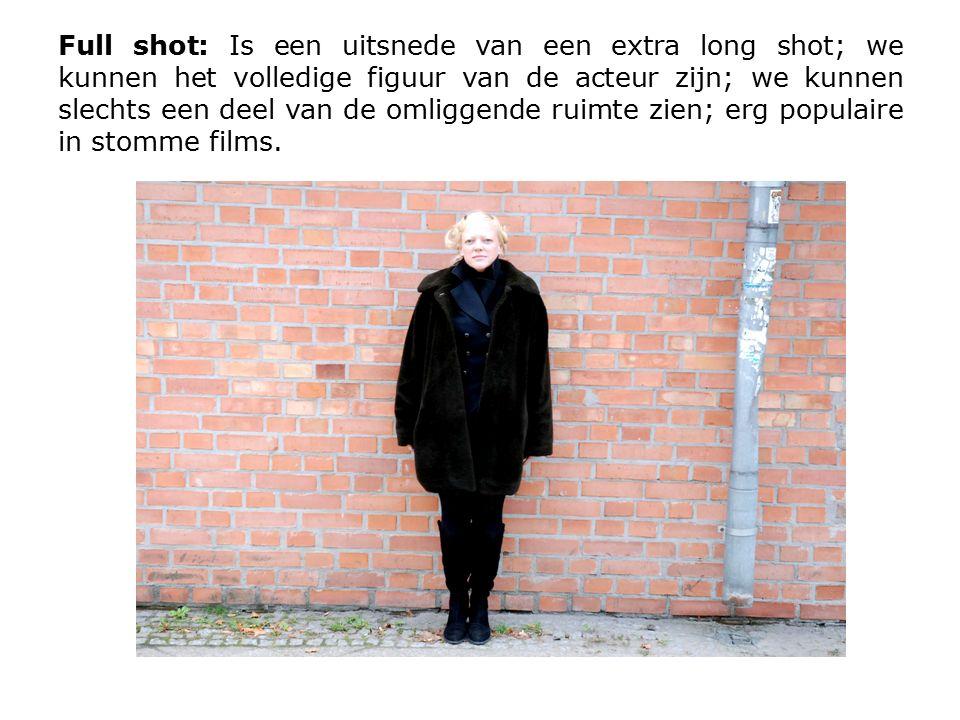 Full shot: Is een uitsnede van een extra long shot; we kunnen het volledige figuur van de acteur zijn; we kunnen slechts een deel van de omliggende ruimte zien; erg populaire in stomme films.