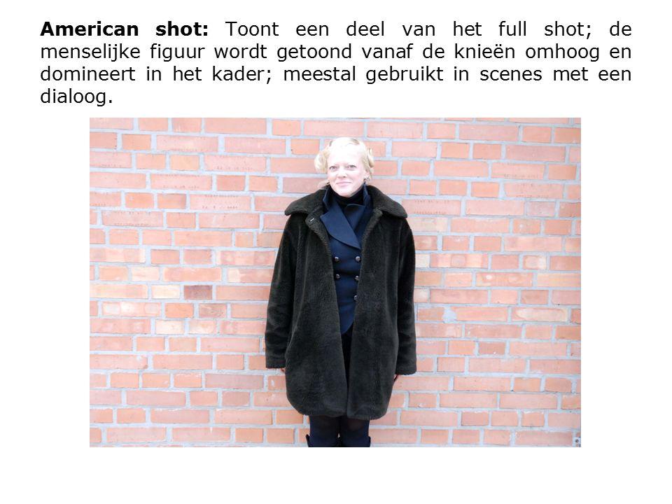 Medium shot: Toont de menselijke figuur vanaf het middel omhoog; de acteur domineert het kader; we kunnen meer expressie op het gezicht zien dan in een american shot.