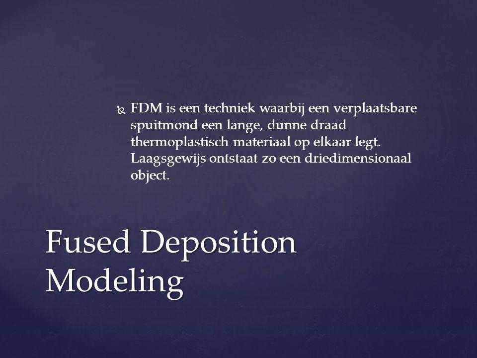   FDM is een techniek waarbij een verplaatsbare spuitmond een lange, dunne draad thermoplastisch materiaal op elkaar legt.
