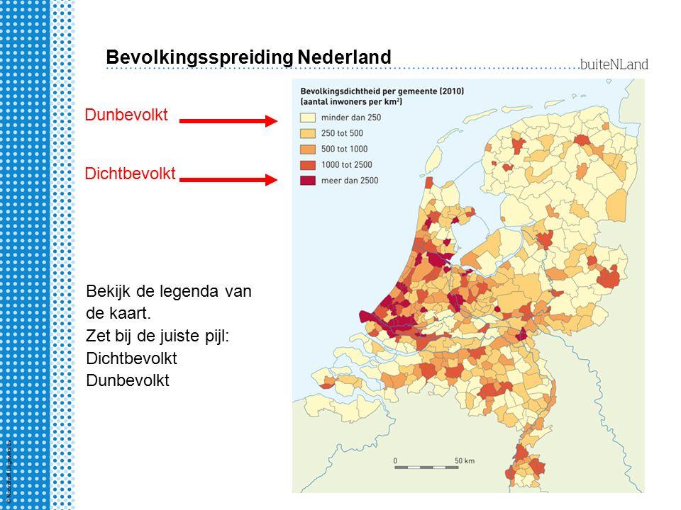 Bevolkingsspreiding Nederland Bekijk de legenda van de kaart. Zet bij de juiste pijl: Dichtbevolkt Dunbevolkt Dichtbevolkt