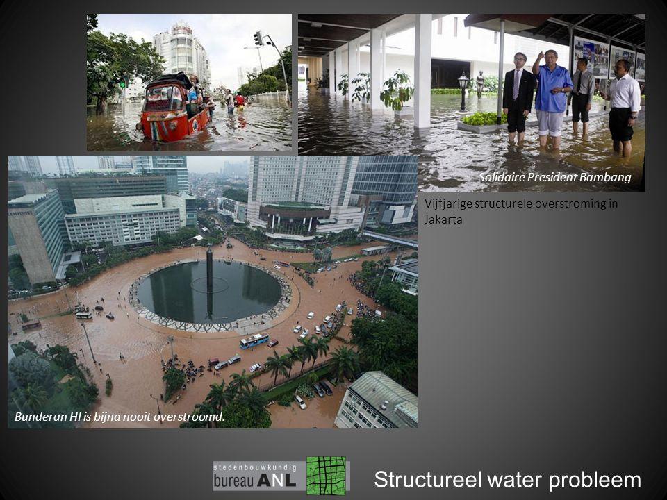Structureel water probleem Vijfjarige structurele overstroming in Jakarta Solidaire President Bambang Bunderan HI is bijna nooit overstroomd.