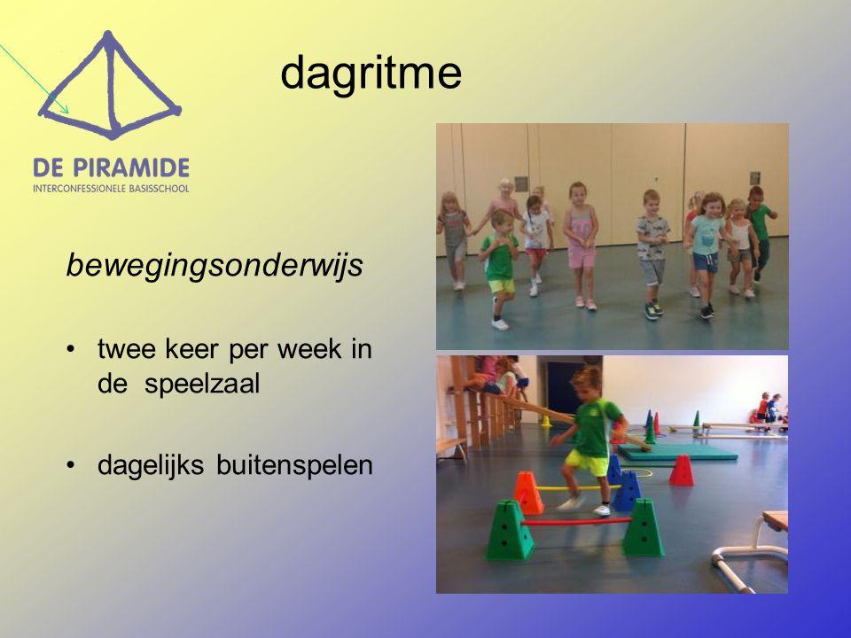 bewegingsonderwijs twee keer per week in de speelzaal dagelijks buitenspelen dagritme