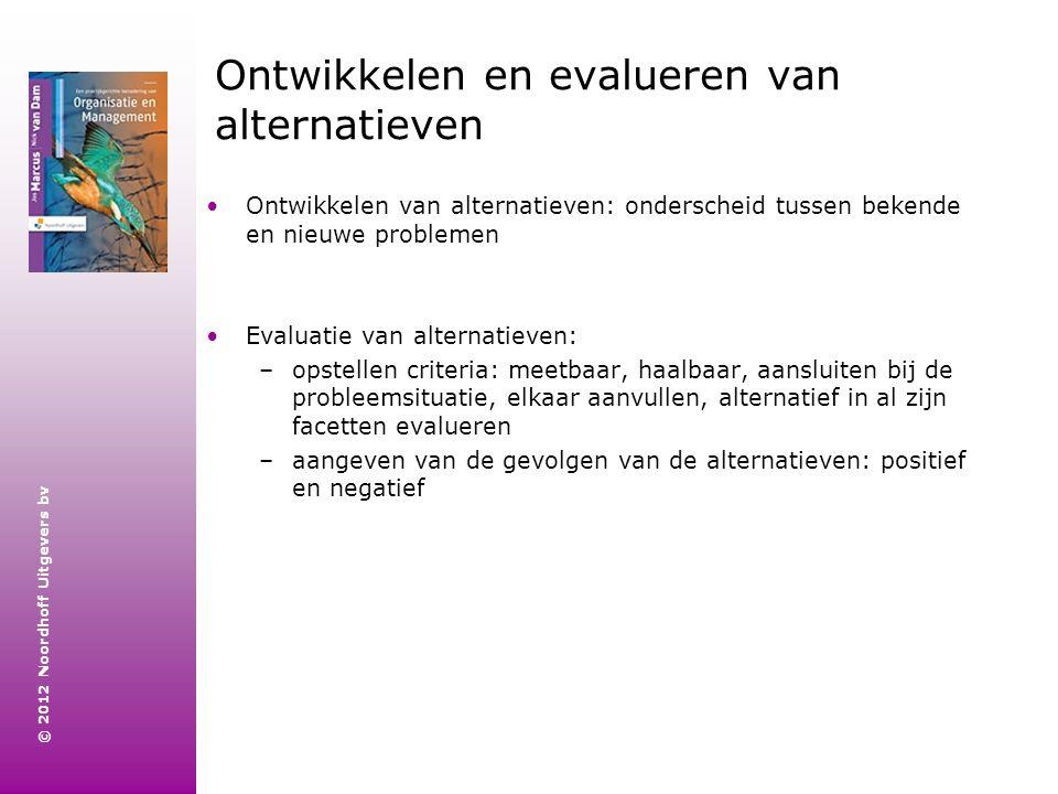© 2012 Noordhoff Uitgevers bv Ontwikkelen en evalueren van alternatieven Ontwikkelen van alternatieven: onderscheid tussen bekende en nieuwe problemen