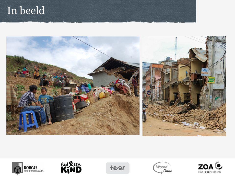 Door de dicht op elkaar gebouwde huizen en hoogbouw is de schade van de aardbeving enorm.