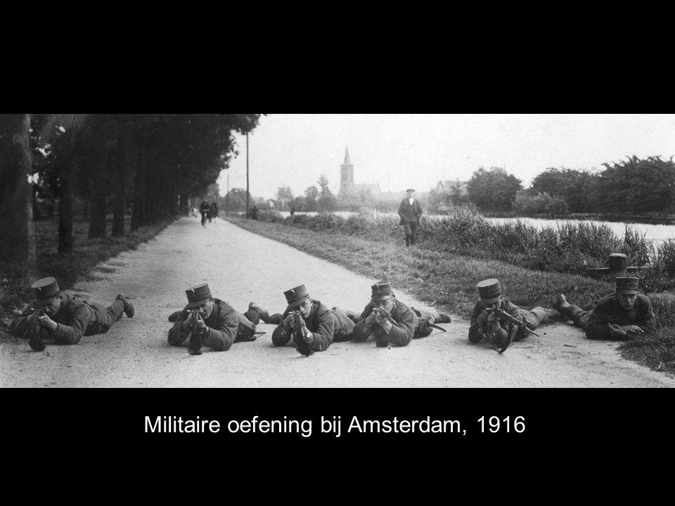 Militaire oefening bij Amsterdam, 1916