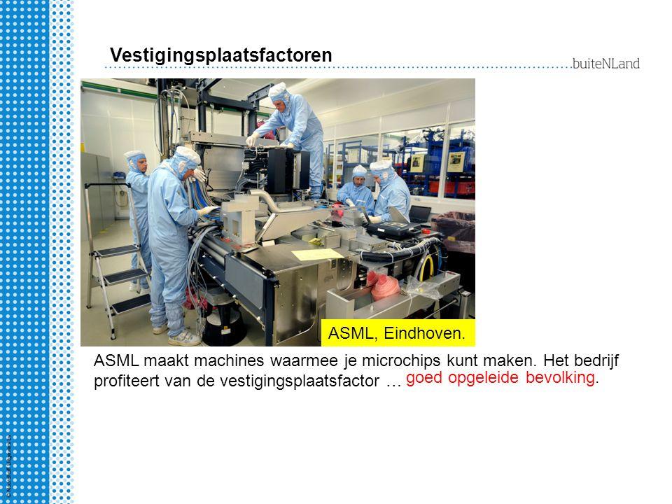 Vestigingsplaatsfactoren ASML, Eindhoven. ASML maakt machines waarmee je microchips kunt maken. Het bedrijf profiteert van de vestigingsplaatsfactor …
